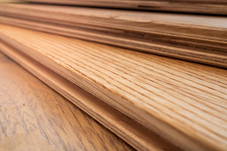 Side,View,,Selective,Focus,Of,Light,Engineered,Hardwood,Or,Laminate